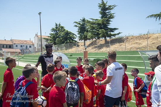PHOTOS: Atletico Madrid midfielder Thomas Partey holds clinic with students in Las Navas