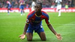Crystal Palace defender Aaron Wan-Bissaka struck by bottle vs. Newcastle