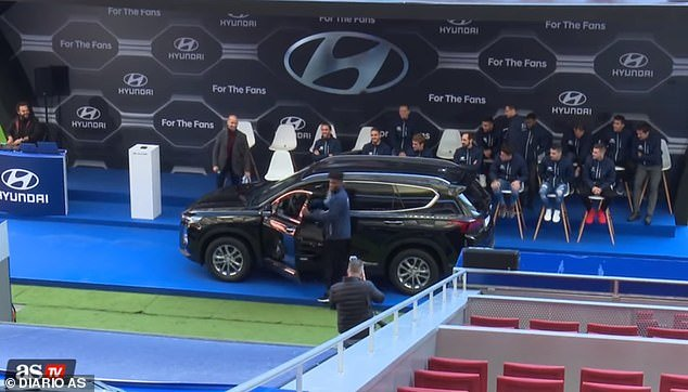 VIDEO: Thomas Partey escapes disaster with brand new car at event, almost crashes into a fence