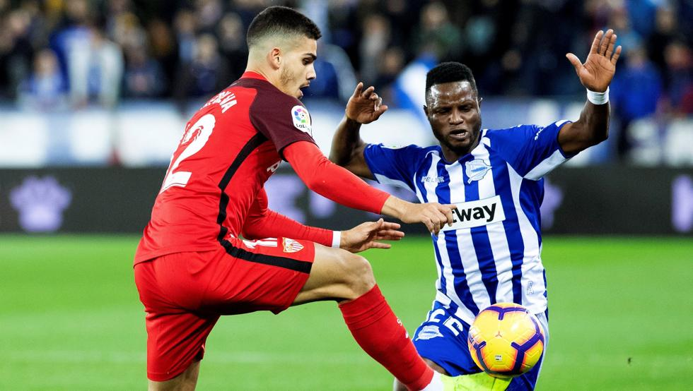 Deportivo Alaves midfielder Mubarak Wakaso one booking away from suspension ahead of Girona Copa del Rey clash