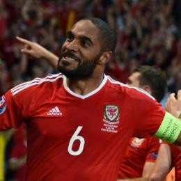 3 suitors for Everton loanee Ashley WILLIAMS