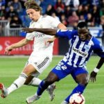 Deportivo Alavés chase Nigerian midfielder James Igbekeme as Wakaso's possible replacement