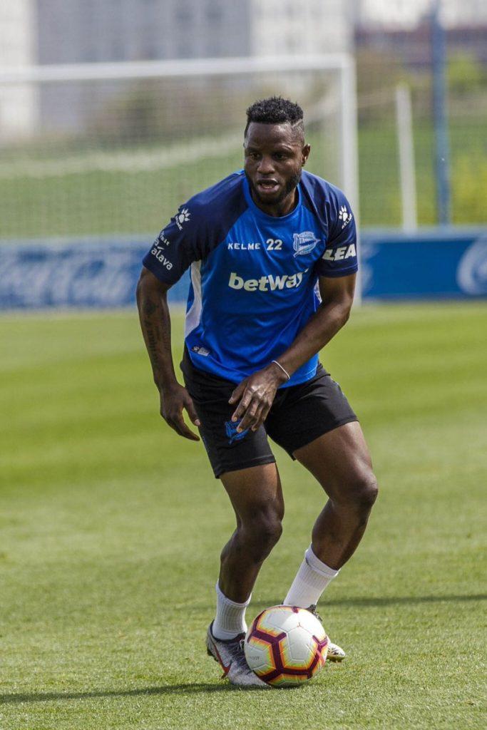 Deportivo Alaves star Mubarak Wakaso poised for Barcelona clash tonight