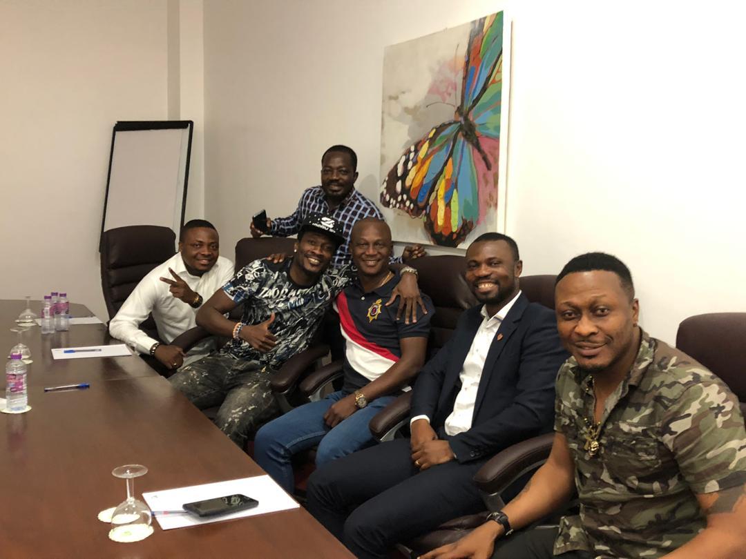 Ghana president Nana Addo gives Asamoah Gyan the thumbs up after Kwesi Appiah meeting