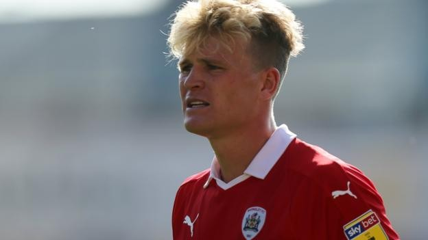 Cameron McGeehan: Barnsley midfielder signs new deal until 2021