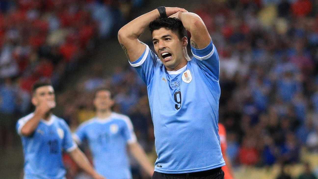 Toe Poke Daily: Luis Suarez appeals for handball inside penalty area... by goalkeeper