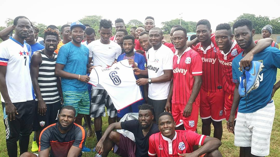 Former Liberty Professionals stars present set of jerseys to the club to honour the late Sly Tetteh