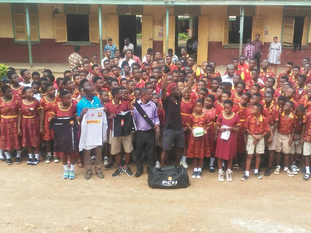 FC Nordsjælland kid Clinton Antwi preaches environmental sanitation to pupils in Kumasi