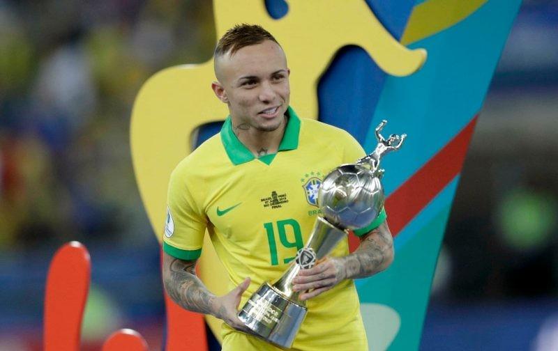 Napoli challenge AC Milan for Brazil star