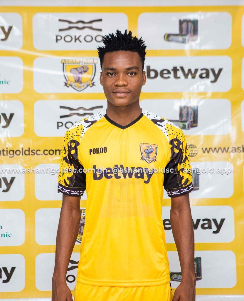 Ashantigold sign midfielder Razak Simpson on a five year deal