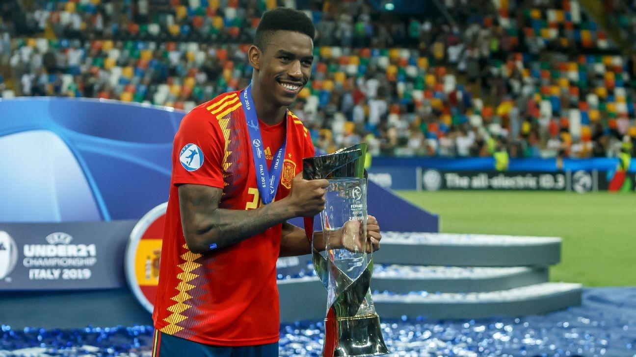 Barcelona sign Junior as left-back cover for Alba