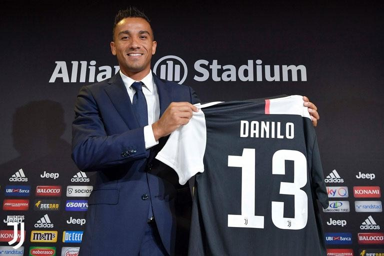 """JUVENTUS, DANILO: """"THE RIGHT MOMENT TO BE HERE"""""""