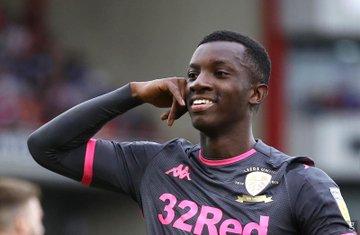 Eddie Nketiah scores to send Leeds top of championship table