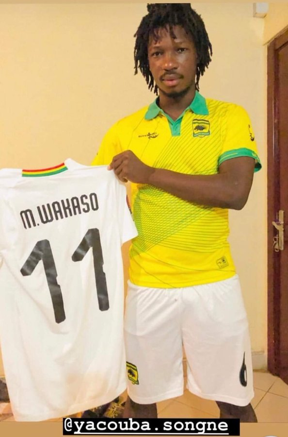 Mubarak Wakaso gives Kotoko star Sogne Yacouba signed Black Stars jersey