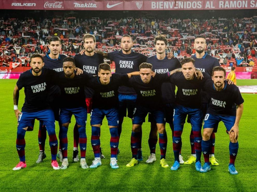 Levante players show their support for Ghana's Raphael Dwamena