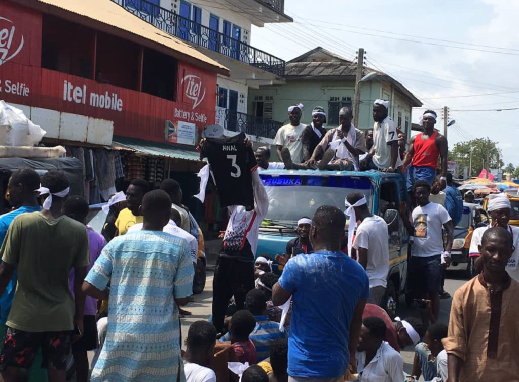 PHOTOS: Pitch invader Awal Suleman given a heroes welcome on the streets of Cape Coast after release from Police custody