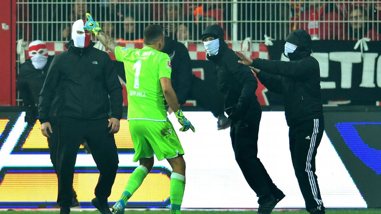 Union Gk Rafa Gikiewicz Confronts Own Fans In Chaotic Berlin