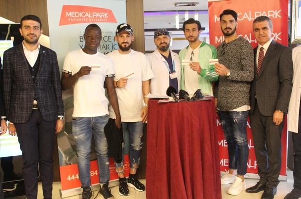 Gazişehir Gaziantep midfielder Yussif Raman Chibsah donates blood in Turkey