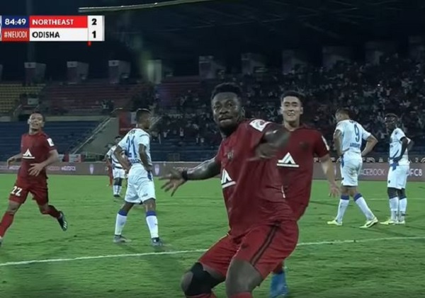 VIDEO: Asamoah Gyan jams to Bob Marley's song with NorthEast United teammates