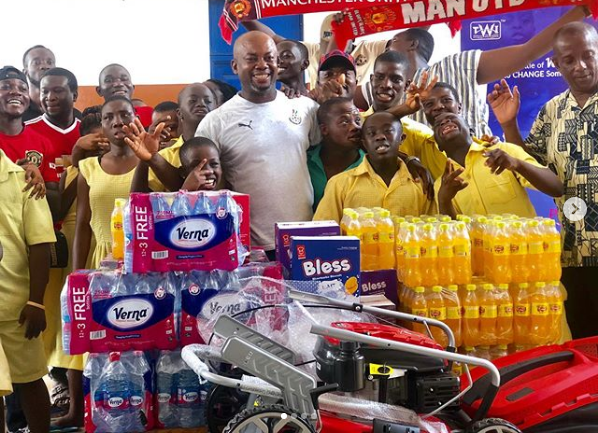 Manchester United Fans Ghana donate items to Dzorwulu Special School