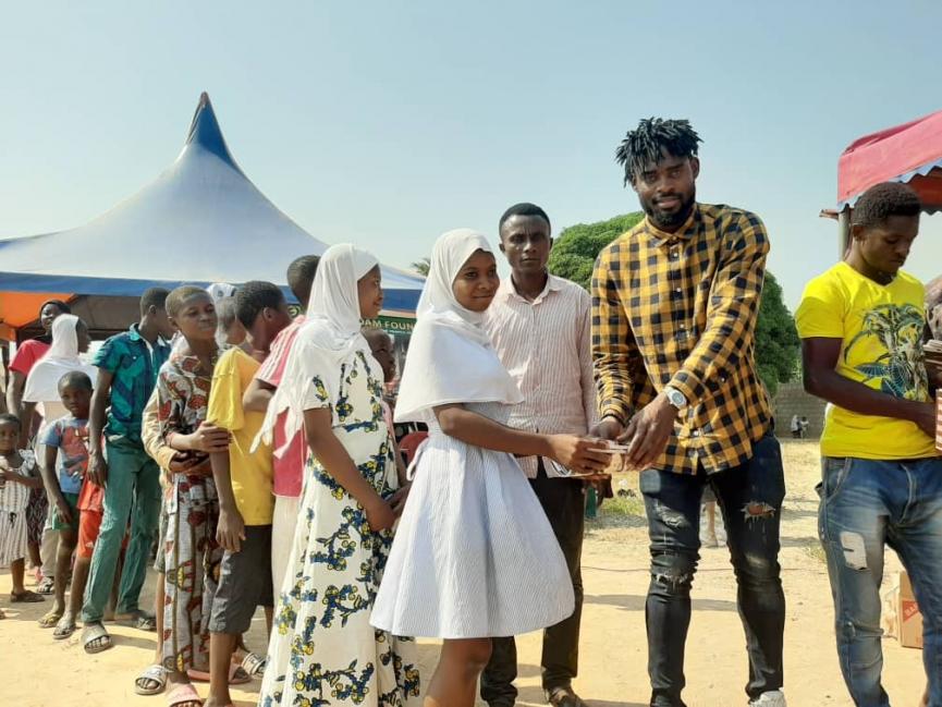 Kasim Adams supports Banda Community