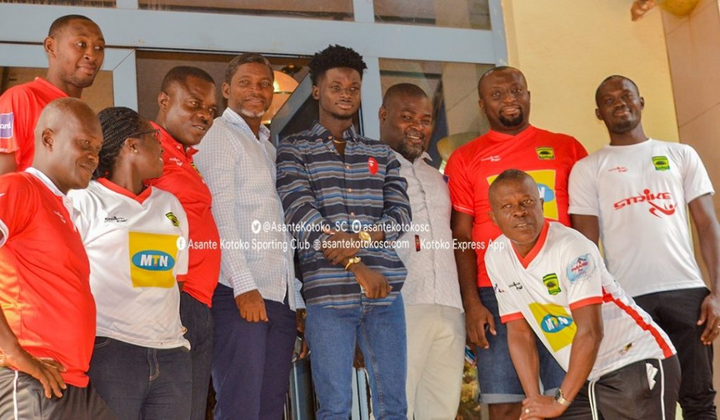 Ghanaian musician Kuami Eugene joins Asante Kotoko to celebrate win over arch-rivals Hearts of Oak