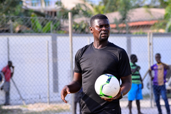 VIDEO: Medeama coach Samuel Boadu shows he's a true family man by pounding fufu at home during lockdown