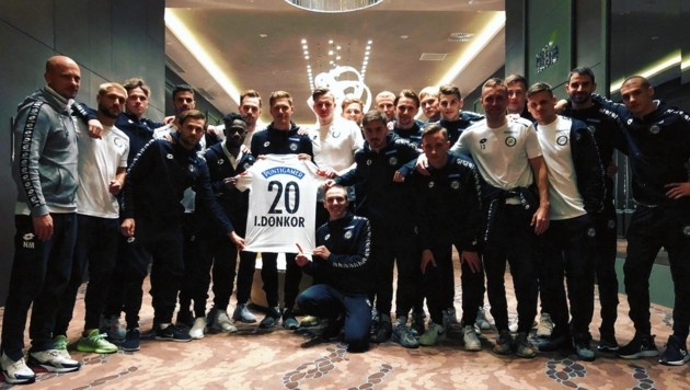 Sturm Graz players show solidarity with injured defender Isaac Donkor