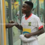 Asante Kotoko kid Matthew Cudjoe donates half of derby winning bonus to injured fan Augustine Oppong