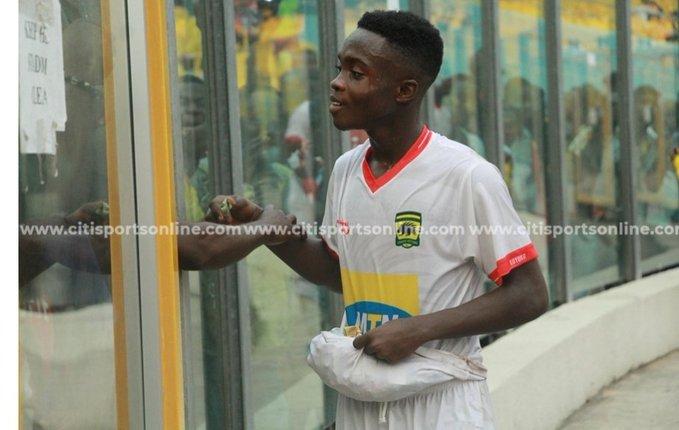 VIDEO: Asamoah Gyan gives Kotoko give progidy Cudjoe tips after Hearts heroics