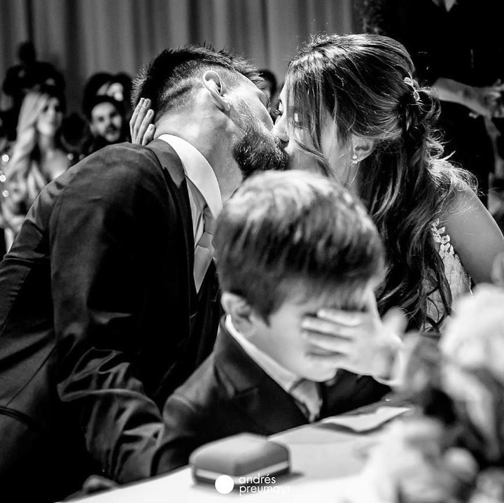 Poor Thiago! Messi's wife shares a funny moment at wedding on Valentine's Day 👰