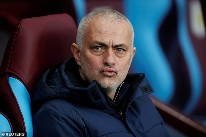 Mourinho jokingly asks whether his Man Utd should be given title amid City's ban