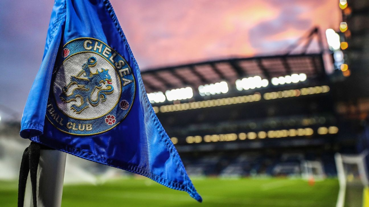 Chelsea ban Manchester United fan for anti-gay chanting at Stamford Bridge