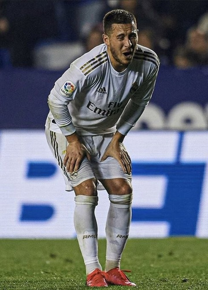 Hazard wears shin pads with Chelsea's badge in Madrid's game against Levante