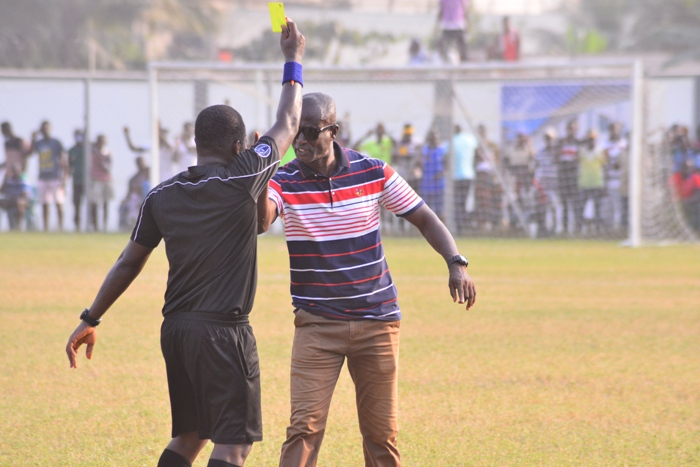 PHOTOS: Watch how Bechem United coach Kwaku Danso invaded pitch during side's 1-0 defeat at Medeama