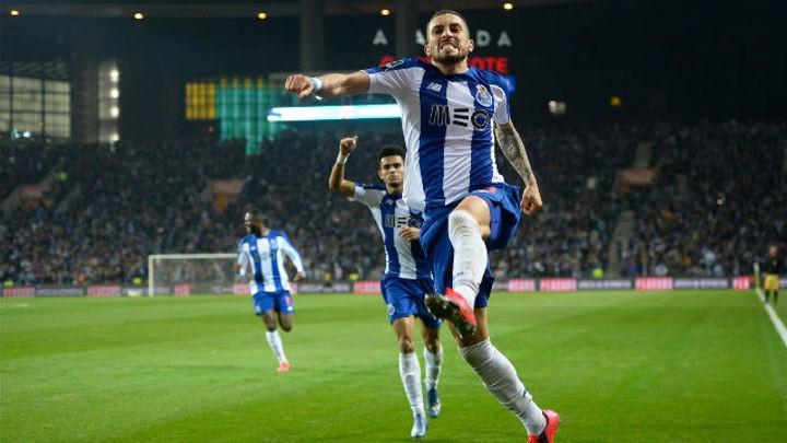 Cucurella could be the key to Barcelona landing Porto star Alex Telles (Sport)