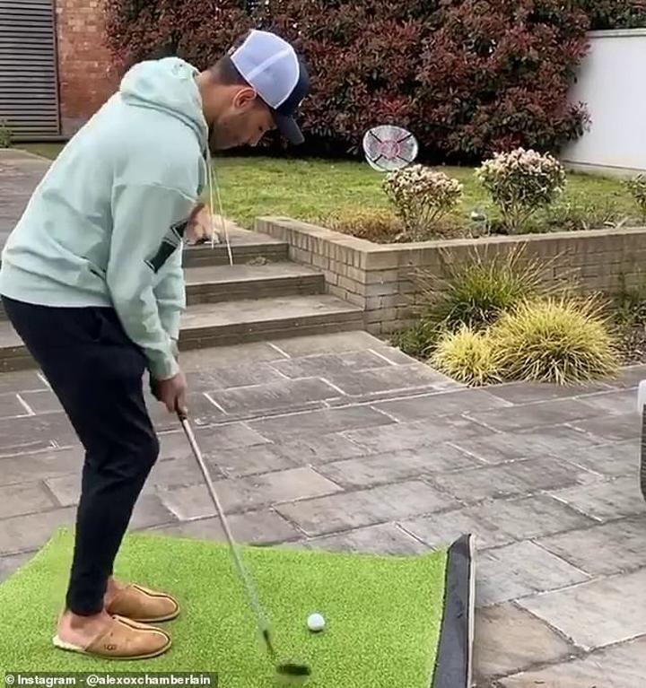 Oxlade-Chamberlain makes pop star girlfriend film him playing golf in the rain