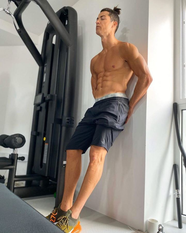 'Breathe in, breathe out. Stay active' - Ronaldo shows his figure on Instagram