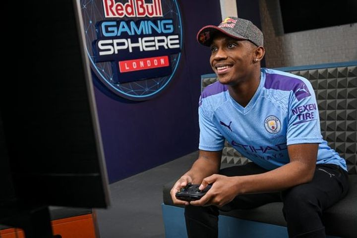 Alexander-Arnold to take on Man City's professional esports player on FIFA 20