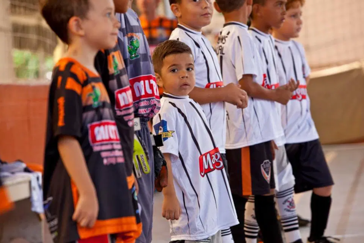 A 8 y/o boy, Antonio, is called 'the Next Neymar' as he battles Crohn's disease