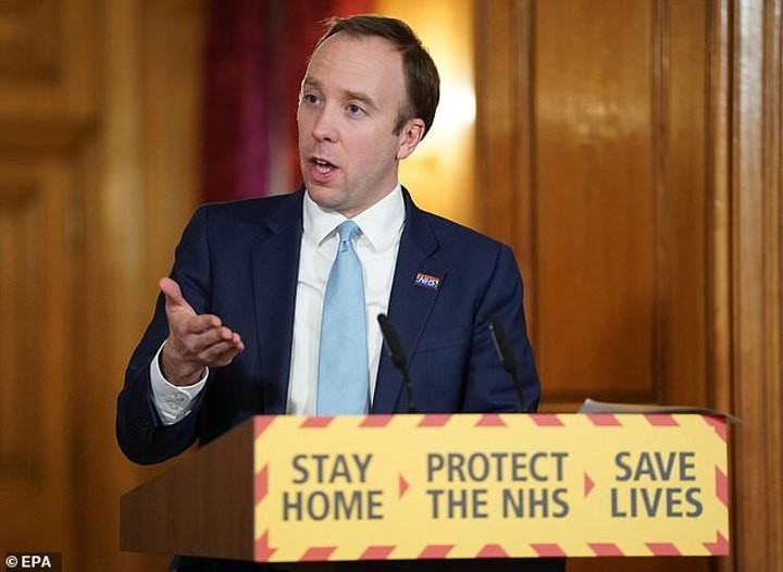 Neville slams Health Secretary for calling for footballer pay cuts