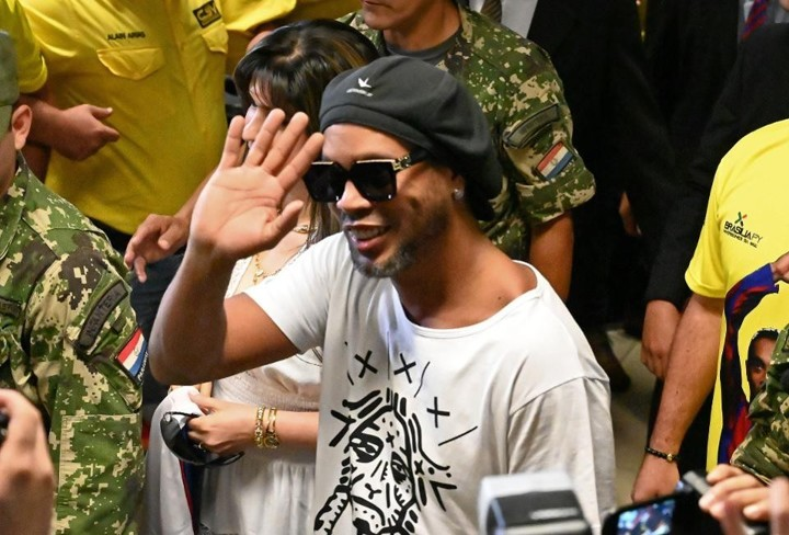 Ronaldinho is RELEASED from prison in Paraguay after paying 1.6m dollar bail