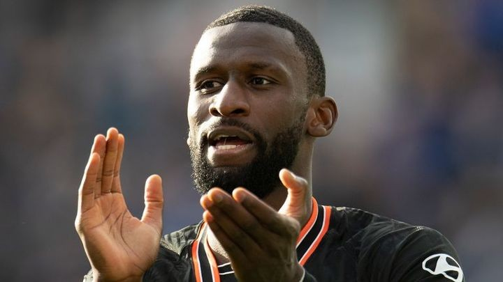 Chelsea have held talks with Rudiger about new long-term contract (Sky Sports)