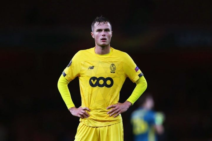 Inter 'not honor verbal agreement to buy Vanheusden back from Standard Liege'