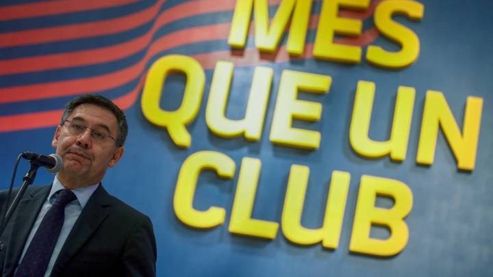 Six Barcelona directors resign en masse