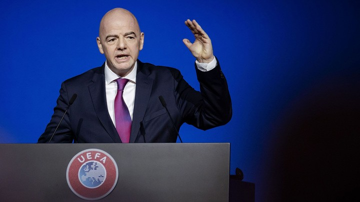 Infantino: It's irresponsible to restart competitions too soon