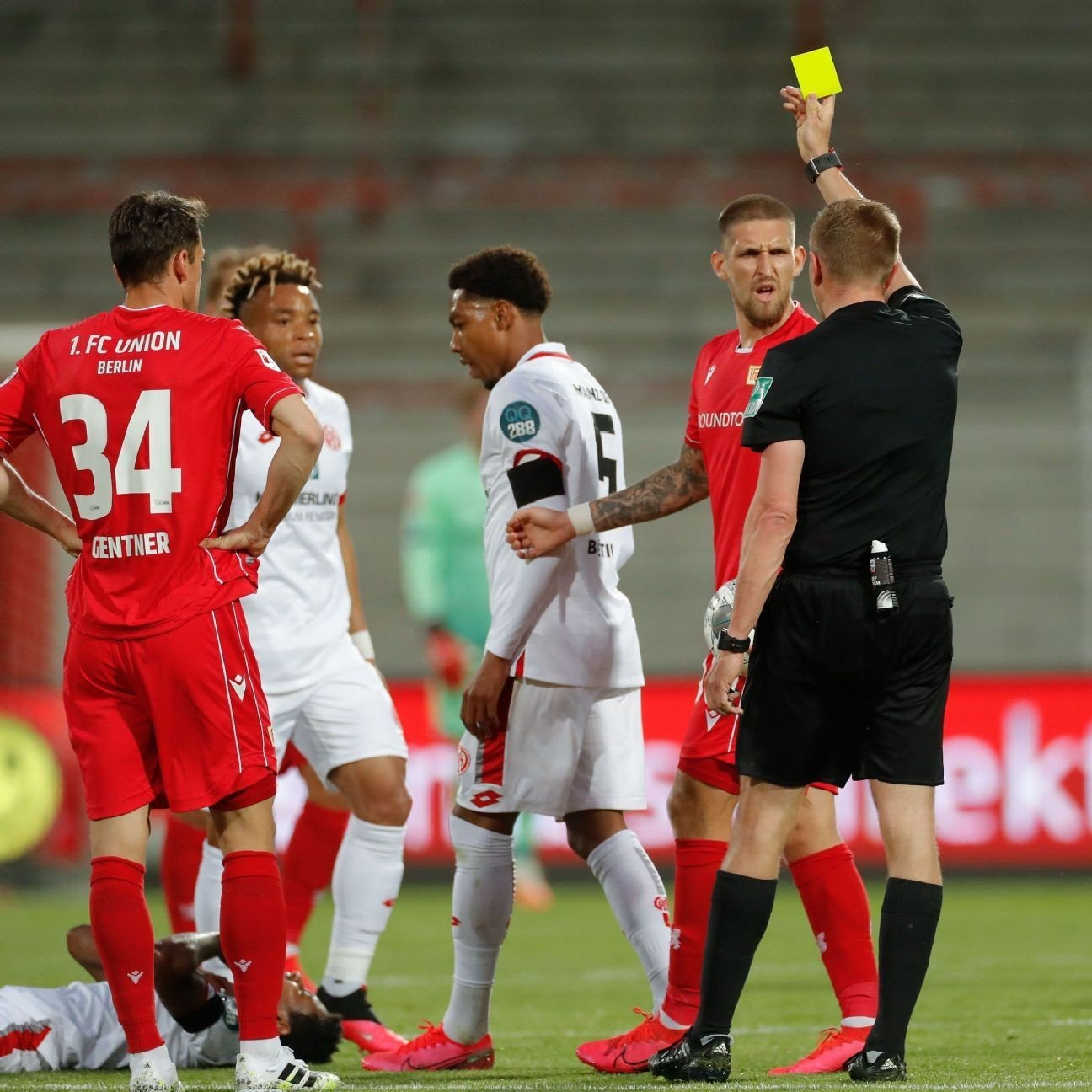 Ingvartsen rescues point for 10-man Union Berlin against Mainz