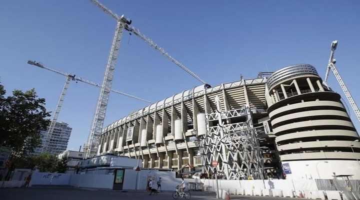 Madrid 'working towards playing at the Bernabeu in October with fans present'
