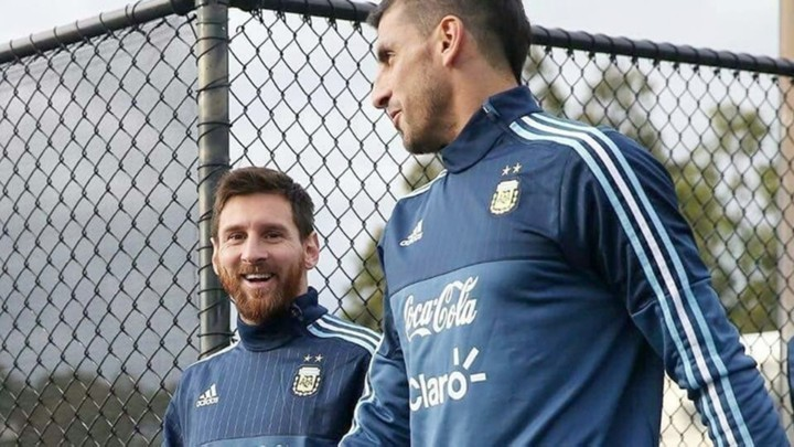 Clause in Argentina keeper Guzman's contract concerning Messi return to Newell's