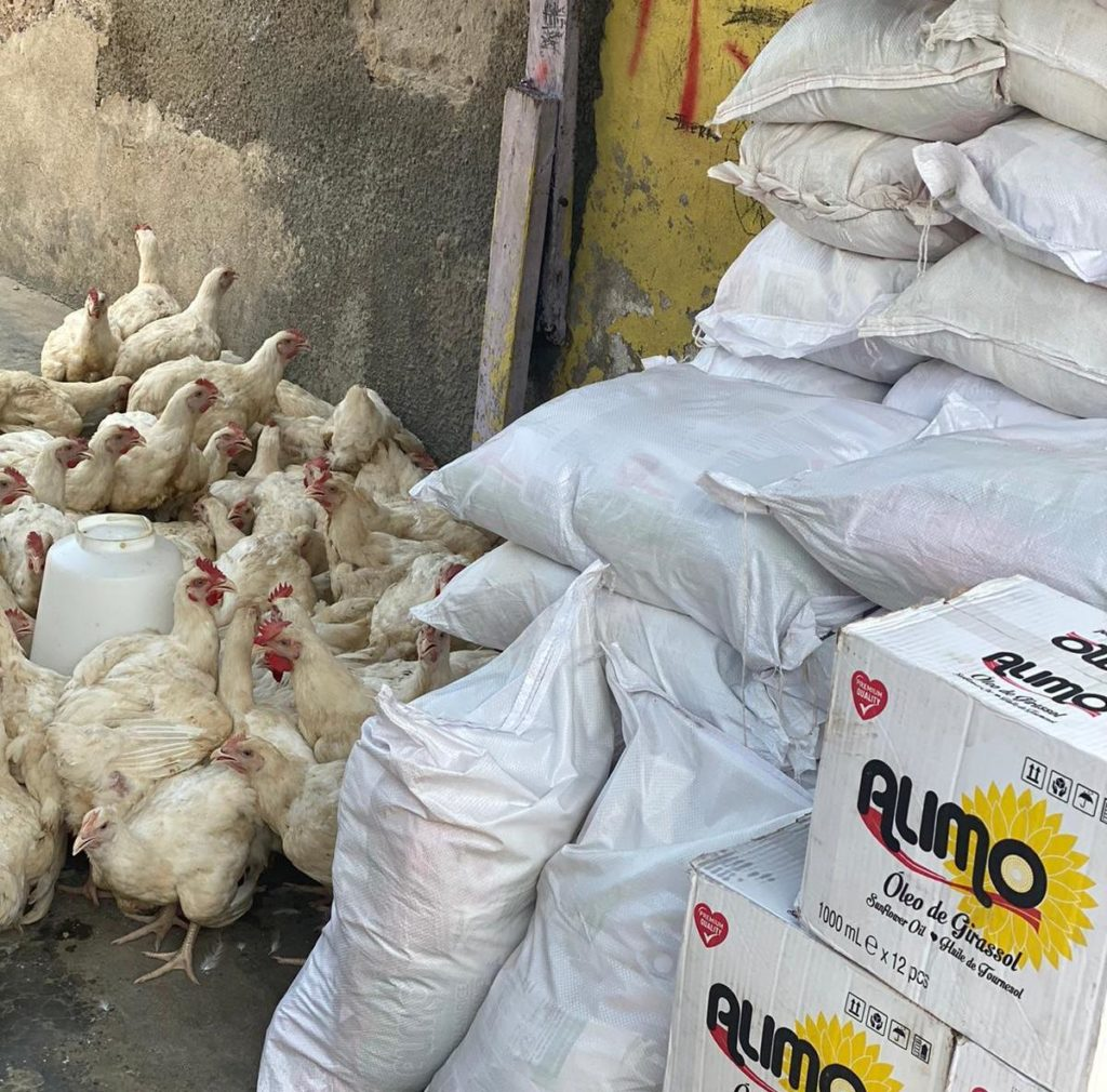 Eid-ul-Fitr: Majeed Ashimeru distributes 300 flock of chickens & other items to Nima-411 residents